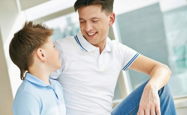 hablando con un niño